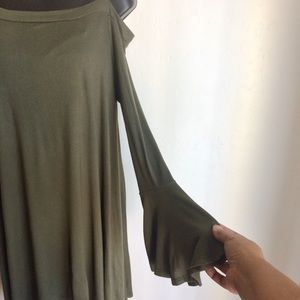 Amelia James Tops - Cold Shoulder Green Top Amelia James Sze 3X  NWTS